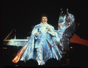 liberace_glittering_costume